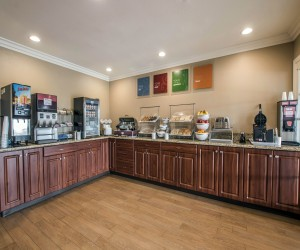 Comfort Suites San Clemente - Breakfast Bar