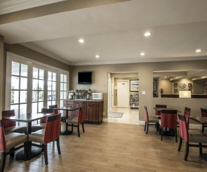 Comfort Suites San Clemente - Breakfast Room