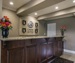 Comfort Suites San Clemente - Front Desk at the San Clemente Comfort Suites