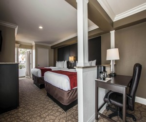 Comfort Suites San Clemente - Two Queen Suite with Partial Wall