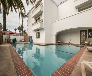Comfort Suites San Clemente - Outdoor Swimming Pool Area